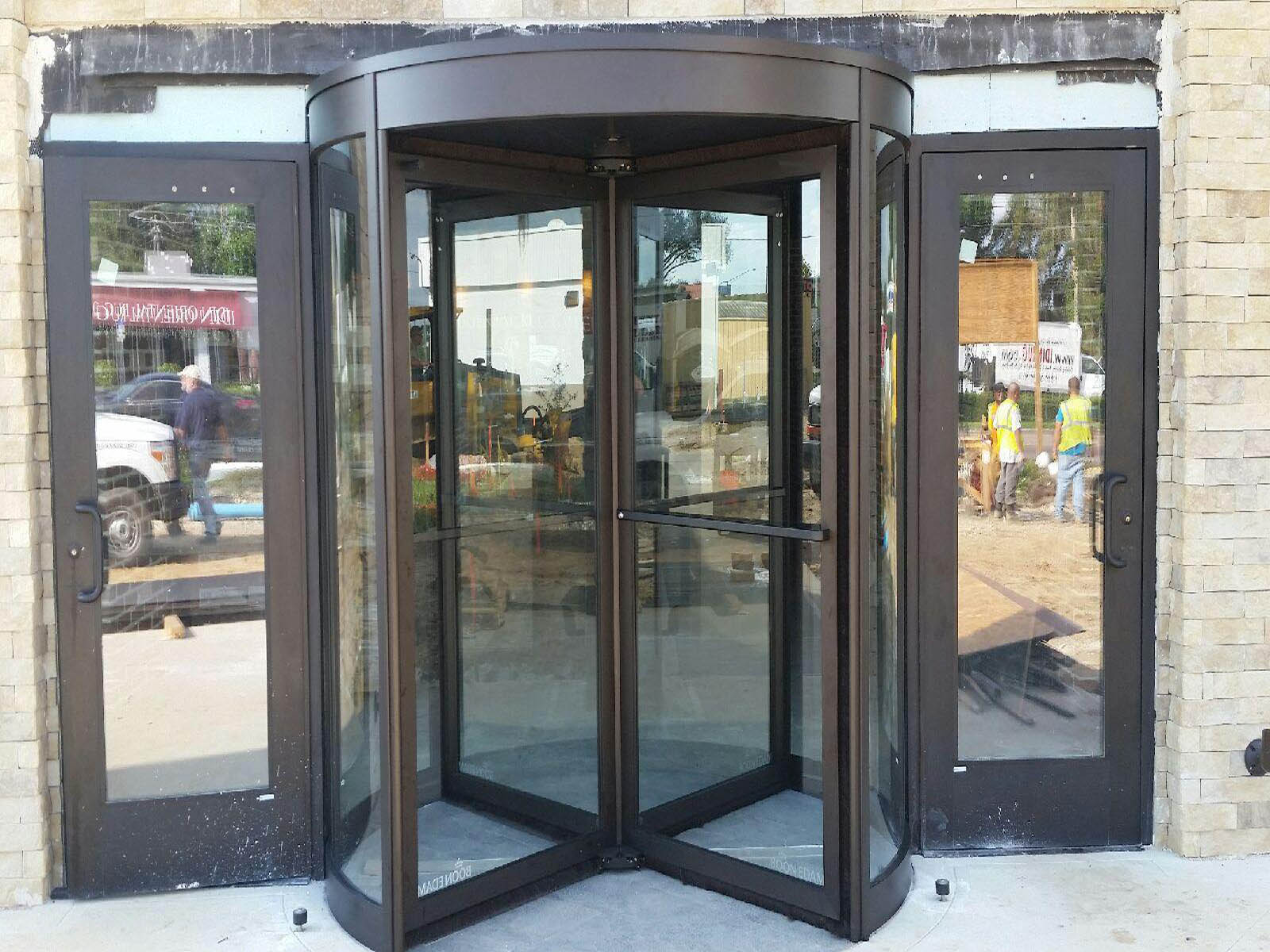 Hotel Entrance 4 swing automatic door revolving door